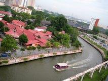 Melaka flod bland byggnad arkivfoton