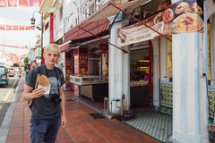 Melaka, Malásia - 22 de março de 2016: Rua antropófaga caucasiano f Fotos de Stock Royalty Free
