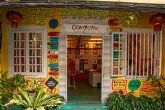 Melaka, Malásia - em dezembro de 2018: Casa do orangotango, galeria de arte e loja do t-shirt na cidade velha de Malacca imagens de stock