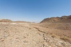 Melancholie und Leere der Wüste in Israel stockbilder