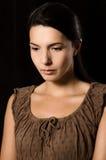 Melancholische Frau mit einem ernsten Ausdruck Stockfotos