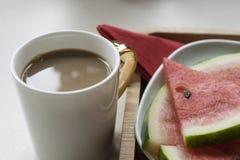 Melancia e xícara de café imagem de stock royalty free