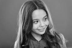 Melaniny substancja daje pigmentowi Osoba z brązem dużo więcej melaninę Dzieciak dziewczyny długi zdrowy błyszczący włosy balerin fotografia stock