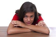 melankoliskt tonårs- för brunettflicka Royaltyfri Foto