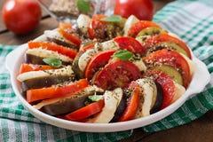 Melanzana con la mozzarella ed i pomodori Fotografie Stock Libere da Diritti