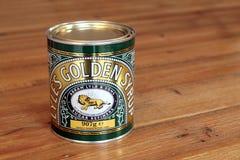 Melasse des goldenen Sirups oder des Lichtes ist eine starke, bernsteinfarbige Form des Invertzuckersirups, der bei Raffinierungs lizenzfreie stockfotos