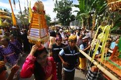 Melasti ceremoni i Klaten royaltyfri fotografi