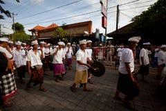 Melasti Ritual wird vor Nyepi durchgeführt stockbild