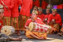 Melasti-Ritual wird vor Nyepi - ein Balinese-Tag der Ruhe durchgeführt Stockbild