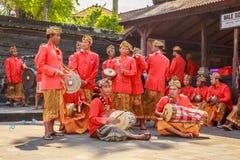 Melasti-Ritual wird vor Nyepi - ein Balinese-Tag der Ruhe durchgeführt Stockbilder