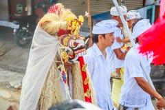 Melasti-Ritual wird vor Nyepi - ein Balinese-Tag der Ruhe durchgeführt Stockfotografie