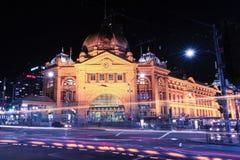 Melbourne, Austrália - 17 de agosto de 2016: Estrada de ferro de rua do Flinders Fotografia de Stock Royalty Free