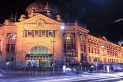 Melbourne, Austrália - 17 de agosto de 2016: Estrada de ferro de rua do Flinders Imagem de Stock