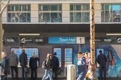 Melbourne, Australië - Augustus negenentwintigste 2018: Bekijkend platform die neer in de bouwwerf van de Stadhuispost kijken royalty-vrije stock afbeelding