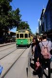 Melbourne, Australië, 22 Februari, 2019 - vrij Nr tram 35 die looppas binnen het stadscentrum royalty-vrije stock foto