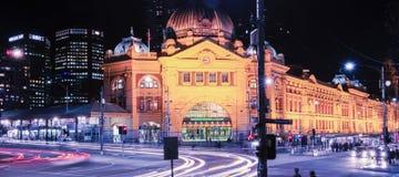 Melbourne, Australia - 17 agosto 2016: Ferrovia di via del Flinders Fotografie Stock Libere da Diritti