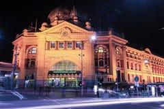 Melbourne, Australia - 17 de agosto de 2016: Ferrocarril de calle del Flinders Imágenes de archivo libres de regalías