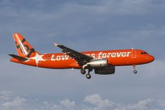 Jetstar Airways Airbus A320 VH-VGT at Melbourne International Airport in a bright orange `#jetstargeneration` livery. stock photos
