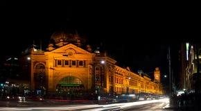 MELBOURNE AUSTRALIEN - APRIL 18, 2016: Ett foto av Flindersstreen Royaltyfria Bilder