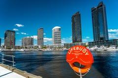 Melbourne Australien - hyreshus på hamnkvarterpolisdistriktet arkivbilder