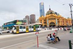Melbourne, Australien - 16. März 2015: Flinders-Straßenbahn-Bahnhof Lizenzfreie Stockfotografie