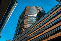 Melbourne Australien - se upp till byggnaderna p? hamnkvarterpolisdistriktet i Melbourne arkivfoto