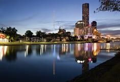 Melbourne bij Schemering Stock Foto's