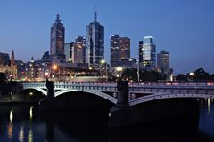 Melbourne bis zum Night Stockfotos