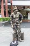 Melbourne Busker - bo underhållande turister för staty i Melbourne, Australien royaltyfri bild