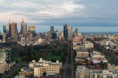 Melbourne CBD ad alba con i giardini di Fitzroy Fotografia Stock Libera da Diritti