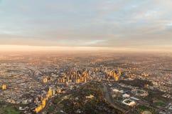 Melbourne CBD bei Sonnenaufgang stockbild