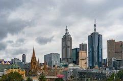 Melbourne centre pejzaż miejski na deszczowym dniu Obrazy Royalty Free