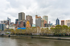Melbourne centrum miasta pejzaż miejski na chmurzącym dniu Obrazy Stock