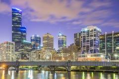 Melbourne cityscape på skymning Fotografering för Bildbyråer