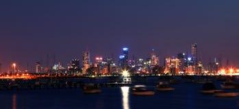 Melbourne em Noite imagem de stock