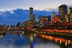 Melbourne en la noche Imágenes de archivo libres de regalías