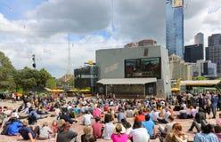 Melbourne filiżanki dzień przy federacja kwadratem Zdjęcia Royalty Free