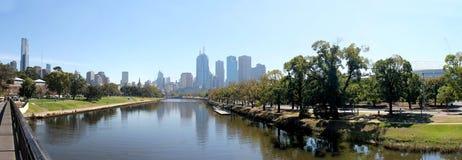 Melbourne horisontYarra flod Royaltyfri Foto