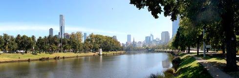 Melbourne horisontYarra flod Fotografering för Bildbyråer