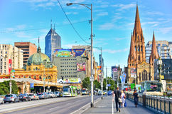 Melbourne linia horyzontu wzdłuż Yarra rzeki w lecie Obrazy Royalty Free