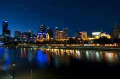 Melbourne nachts stockbild