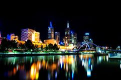 Melbourne nachts lizenzfreie stockfotografie
