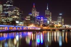 Melbourne nachts Stockfotos
