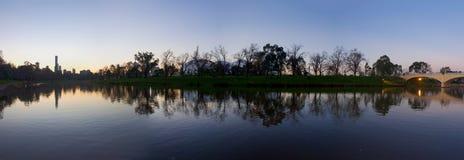 Melbourne przy półmrokiem fotografia stock