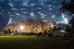 Melbourne rektangulär stadion på natten Fotografering för Bildbyråer