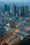 Melbourne-Skyline über Flinders-St.-Station lizenzfreies stockbild