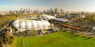 Melbourne-Skyline-Antenne mit AAMI-Park-Stadion Stockfoto