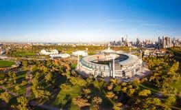 Melbourne-Skyline-Antenne mit Magnetkardiogramm stockfotos