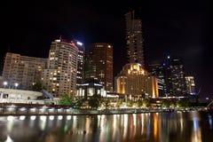Melbourne-Stadt-Gebäude nachts Stockfotografie