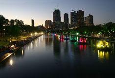 Melbourne-Stadt-Nachtlandschaft Stockfotos